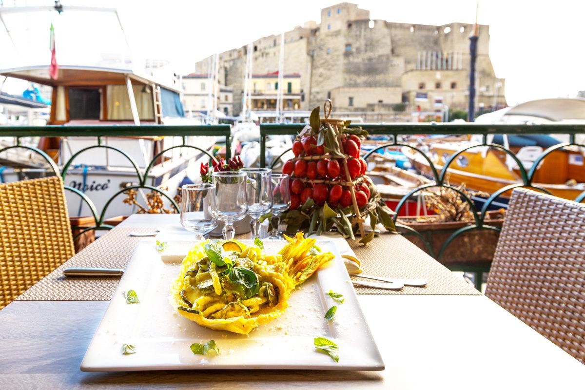 Ristorante-Zi-Teresa-Napoli-Lungomare-di-Napoli-Borgo-Marinaro-8-1200x800.jpg
