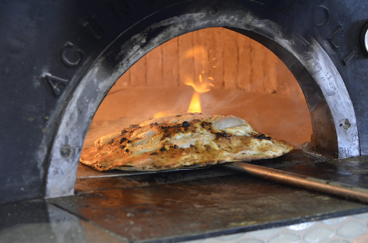 Pizzeria-Napoli-Ristorante-Zi-Teresa-Borgo-Marinari-Lungomare-11-1200x795.jpg