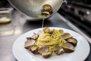I tre segreti dello spaghetto 'a Vongole di Zi' Teresa per il pranzo di Natale